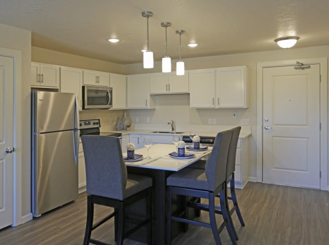 The Ridge Apartments, Kitchen & Kitchen Table